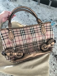 Burberry purse, brand new condition. Real Burberry Orlando