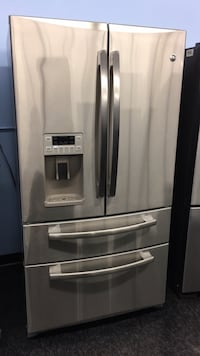 GE double freezer — warranty and delivery included  Toronto, M3J 3K7