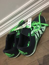Black Friday price - Women's new adidas running shoes (size 7) Vaughan, L4H 0J8
