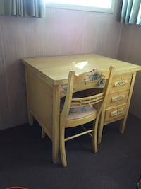 Shabby chic vintage desk and chair Spokane Valley