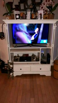 """40"""" Samsung TV and stand Hagerstown, 21742"""
