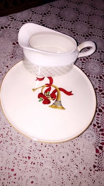Holiday Cake Stand & Gravy Sauce Boat (Large)