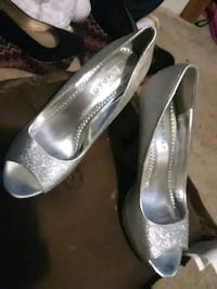 pair of silver-colored peep-toe heeled shoes Gurley, 35748