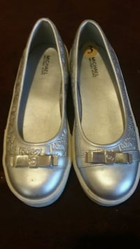 pair of gray leather flats Columbus, 43211