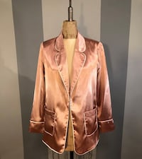 Women's Forever 21 blazer paid $58 size Medium beautiful modern blazer. Doesn't photograph too well but the color is beautiful in person. Good condition!   Washington, 20002