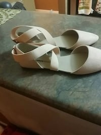 Pair of pink sandals (brand new) Hamilton, L8W 3X2