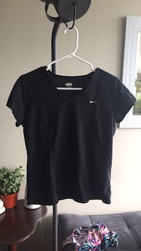 Nike brand new work out shirt, size large Coquitlam, V3B 0C6