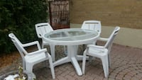 round white plastic table with four chairs Toronto, M9M 1G3