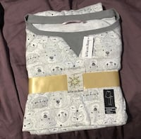 Bnwt pjs size small  Vancouver, V5R 5P5