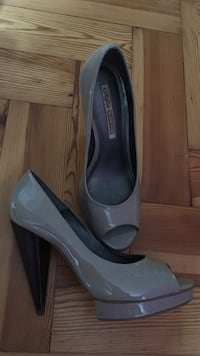 Paar graue Peep-Toe-Pumps aus Leder Munich, 80687