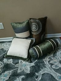 4 pillows. Fishers, 46037