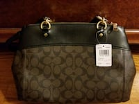 Coach Handbag. 100% genuine. Gift receipt included Union, 07083