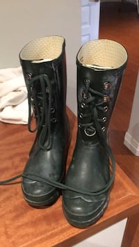 pair of black leather boots Vaughan, L6A 2P9
