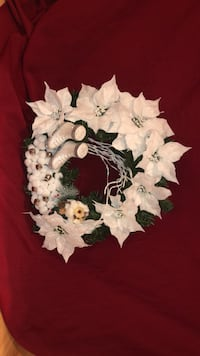 White and green floral wreath Hampton, 23666