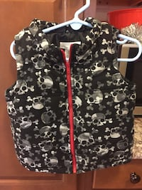 Used Toddler Boys Puffer Vest.   Size 24 months  156 mi