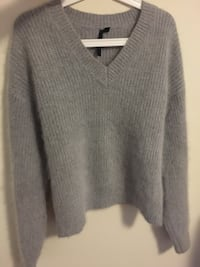 Gray v-neck sweater topshop cashmere North Vancouver, V7M 2K3