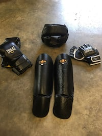 Pair of black leather gloves Chesapeake, 23320