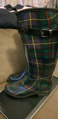 Rain boots with fleece lining state size 9