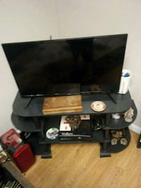 black flat screen TV with remote Cleveland, 37311