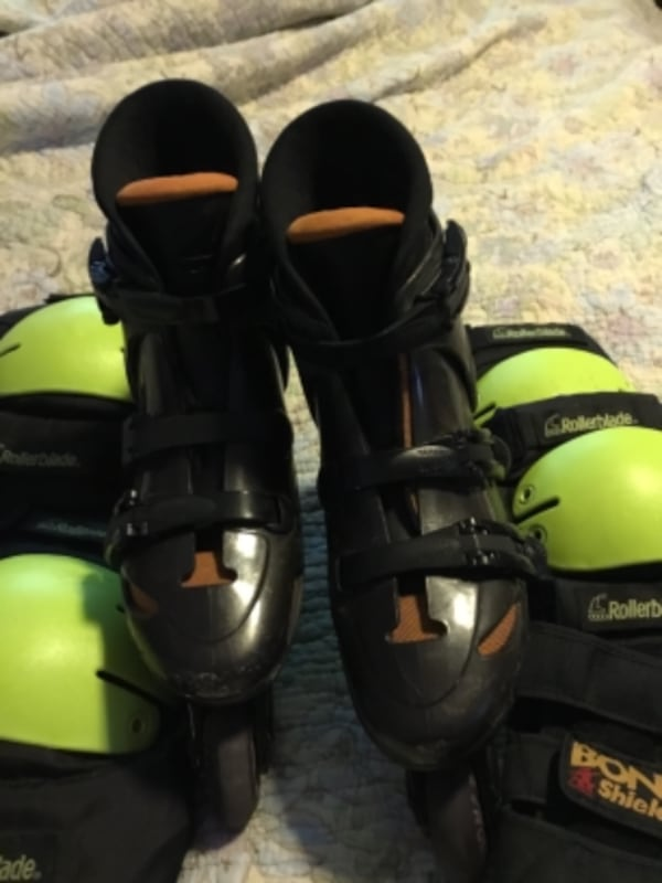Womens' Size 8 Roller Blades-Gently Used 70dee3a3-ad01-4a7e-88e5-1150c52f3bb2