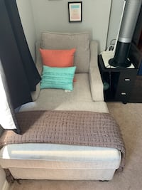 Like new chaise  Mississauga, L5M 6G9