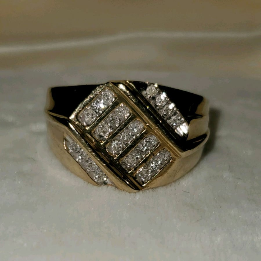 10K Gold Ring w/Real Diamonds