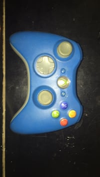 Blue and white xbox 360 controller Pueblo, 81008