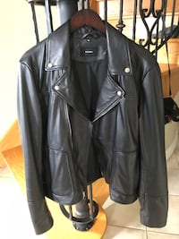 black leather zip-up jacket Richmond Hill, L4C 4L5