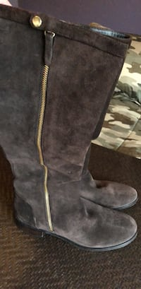pair of gray suede knee-high boots Woodbridge, 22193
