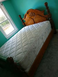 Queen size bedroom set very nice