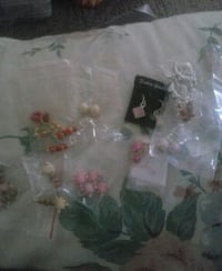 10Prs of earrings all different Linton, 47441