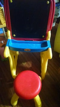 toddler's red and blue plastic table Saint Cloud, 34769