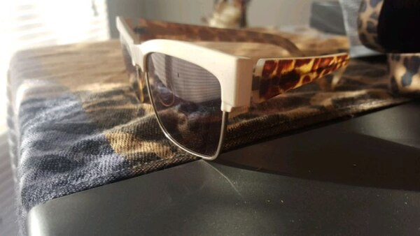 80a7aff61044 Used Guess sunglasses with guess case for sale in Winnipeg - letgo
