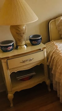 Off white antique wood bedroom set Montréal, H1R 2R4