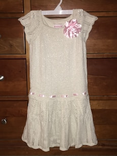 Girls size 8 dress with pink trim and flower