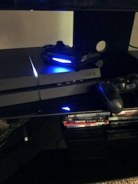 2tb ps4 9 games 2 remotes! Fort Myers