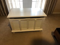 White solid wood chest Mount Dora, 32757