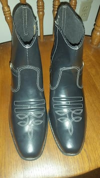 pair of black leather dress shoes Bowling Green, 42103
