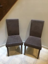2 chairs Richmond Hill, L4B 2Z9