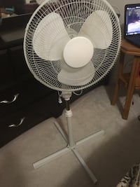 White and gray pedestal fan Mississauga, L5V 3A9