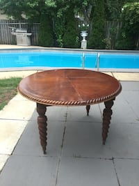 Table with 2 extantion leaves needs to be refinished Mississauga, L4X 1C9