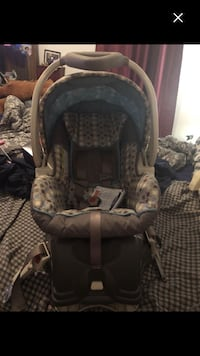 Nice baby car seat must sell this week last chance Montréal, H4E