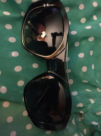 Vera Wang forest green Sun Glasses 35.00 OBO Santa Monica, 90405
