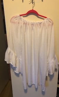 Off the shoulder white flowy top Toronto, M4S 0A2