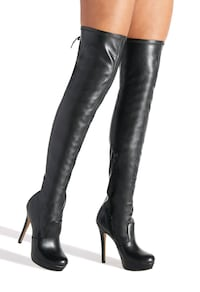 barely worn black leather knee high boots Hamilton, L0R 1C0