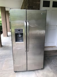 GE refrigerator. Selling because it can't fit through my door in my apartment. Works perfectly New City, 10956