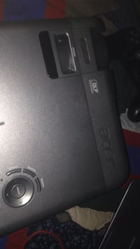 Needs new bulb Acer projector  xd1170d no cables pick up only London, N6C 3N1