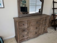 Large wooden dresser/mirror set Arlington, 22203