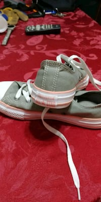 Girls size 3 Converse. Only worn 1 time. Just want Belleville, K8N 4Z6
