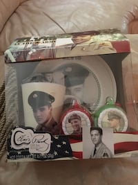 Elvis Collectible Set North Wales, 19454